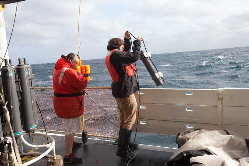 David Cade (Stanford) deploys a hydrophone over the starboard rail. (photo: Chad King)